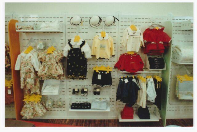 Arredamento per negozio abbigliamento 0-16 e premaman