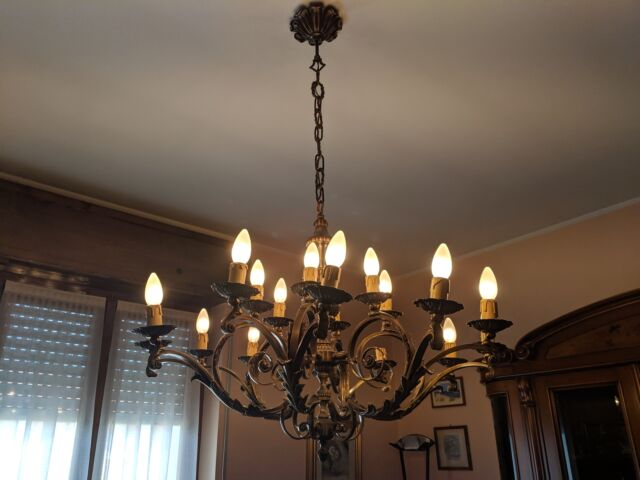 Lampadario a soffitto stile antico