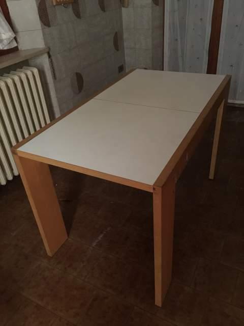 Tavolo in legno rettangolare allungabile