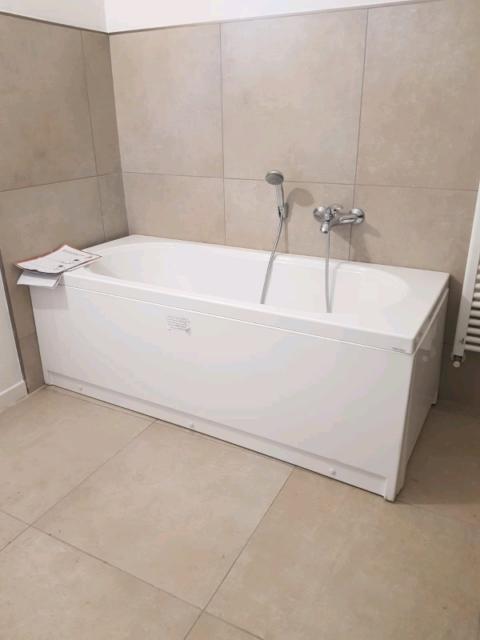 Vasca da bagno completa di pannelli nuova
