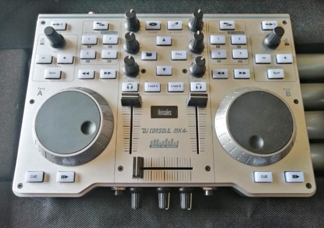 Hercules mk4 dj consolle con flight case, supporto e cuffie