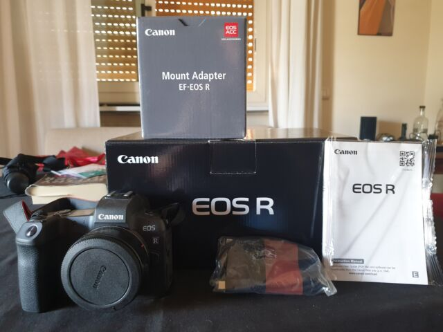 Canon Eos R + Adattatore EF - Eos R + Accessori Nuova!