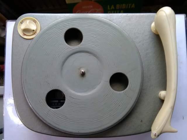 Piatto giradischi SUPRAPHON - TESLA anno  in metallo