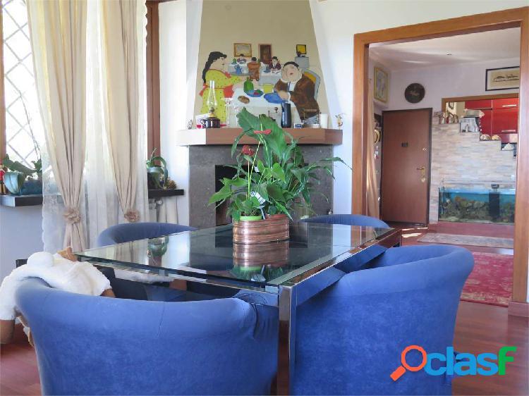 Appartamento in villa Roma Via Casalbore