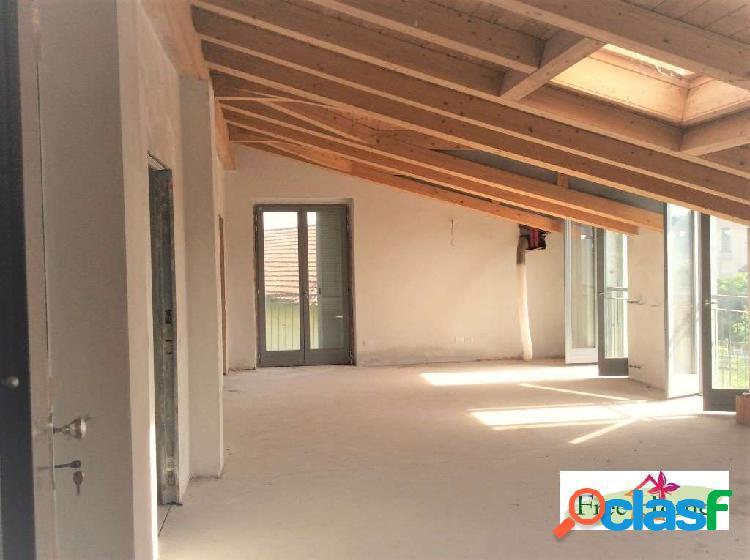Appartamento mansardato nuovo con terrazzo