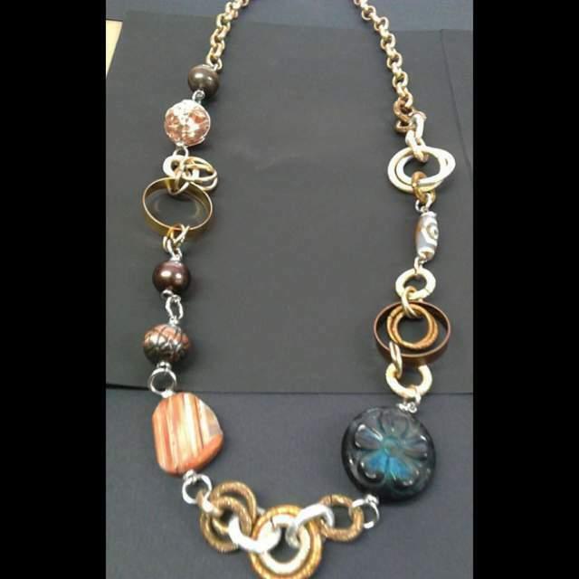 Collana bijoux con perle pietre acciaio rame ottone