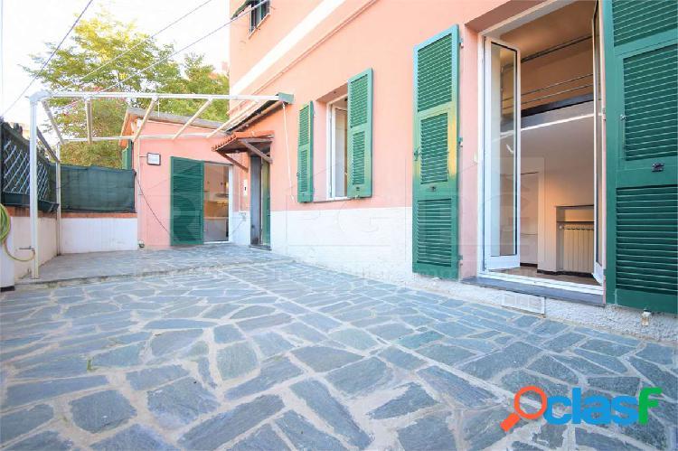 Appartamento con Giardino indipendente Genova
