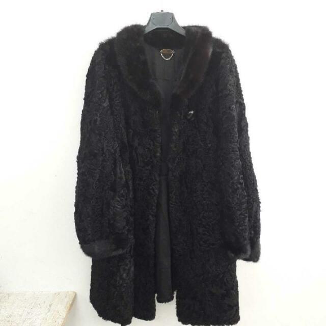 Cappotto donna astrakan nero con collo di visone