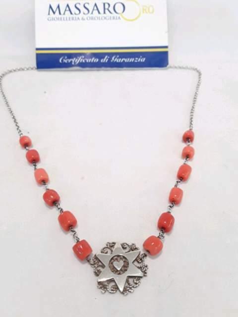 Collana in argento 925 e corallo.