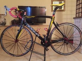Bicicletta da corsa pinarello F8