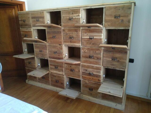 Cassettiera credenza in legno vecchio con 30 ribaltine
