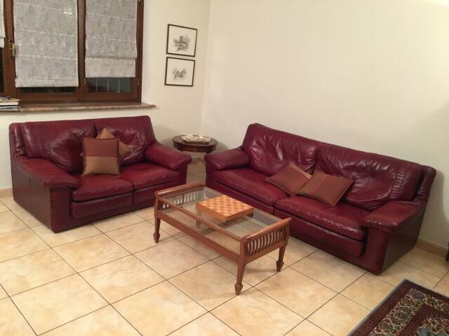 Due divani in pelle bordeaux - due posti e tre posti