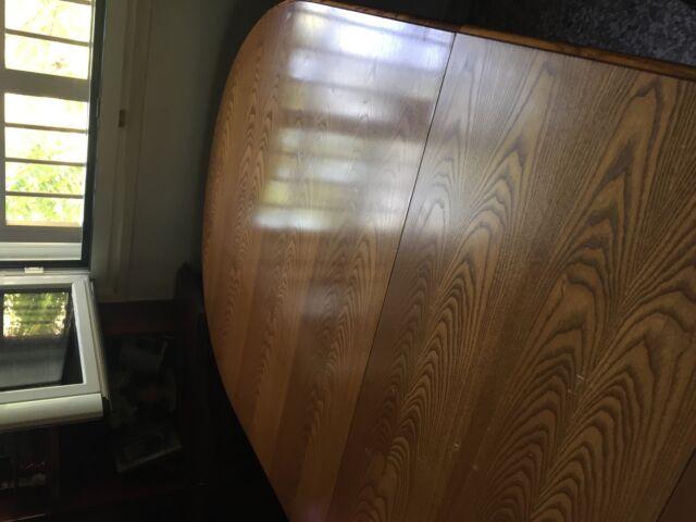 Tavolo allungabile in legno completo di sedie