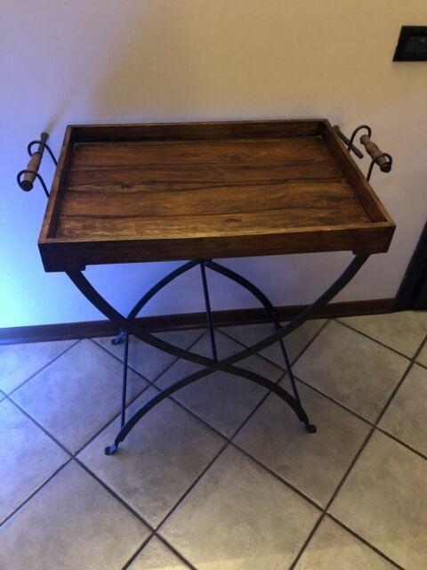 Vassoio in legno con supporto in ferro battuto