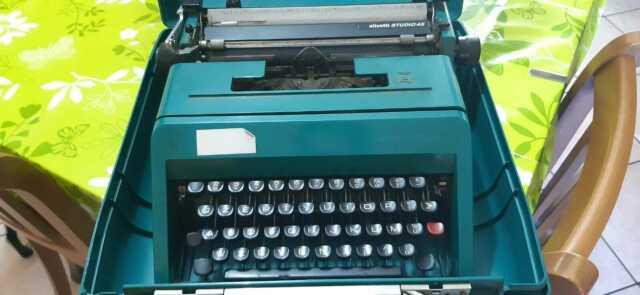 Macchina da scrivere Olivetti Sudio 45