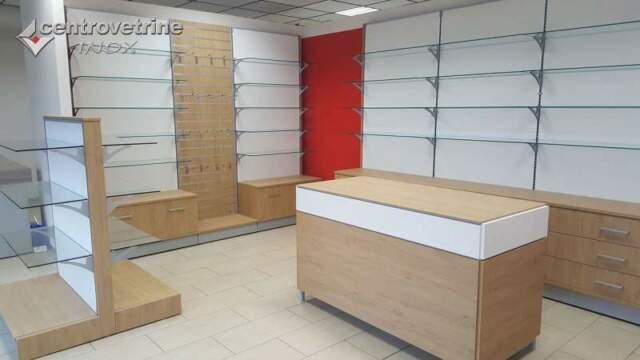 Arredamento completo in legno da 865 con banco vendita e