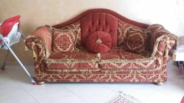 Coppia di divani classici