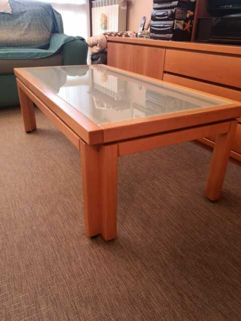 Tavolino in legno da soggiorno