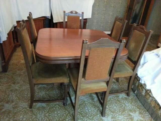 Tavolo salone e n°6 sedie in noce nazionale usate.