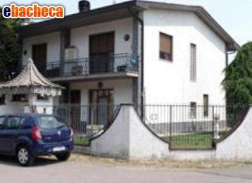Villa in Vendita a…
