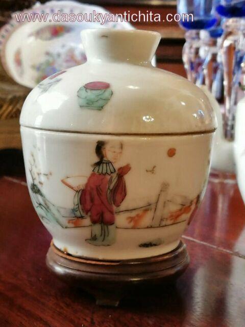 Antica ciotola con coperchio in porcellana cinese doppio