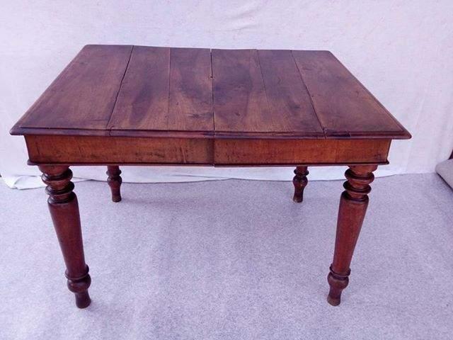 Tavolo d'epoca in legno massello