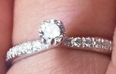 Anello oro bianco, con diamante da 0,20 carati + 14 diamanti