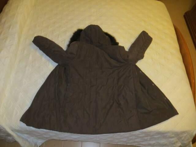 Vendo giacca con cappuccio con pelo
