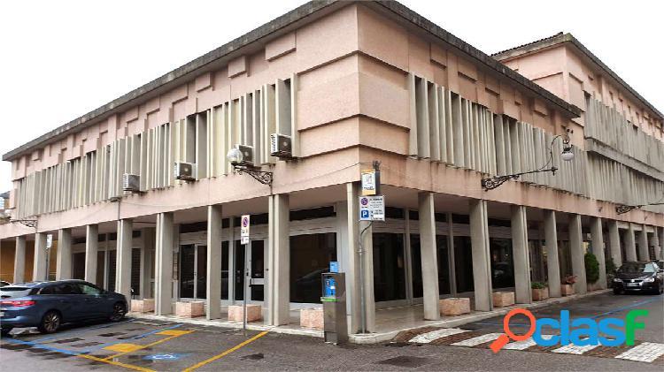 VENDIAMO LOCALE COMMERCIALE (BANCA) CENTRO S VITO