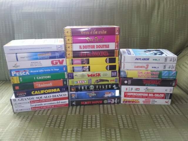 VHS di film, documentari, sport e cartoni