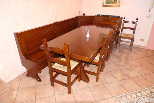 Tavolo in legno masselllo con sedie e cassapanca