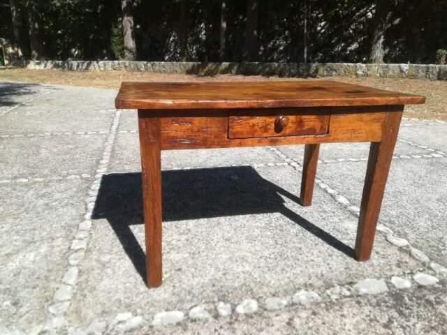 Antico tavolo da salotto in ciliegio restaurato