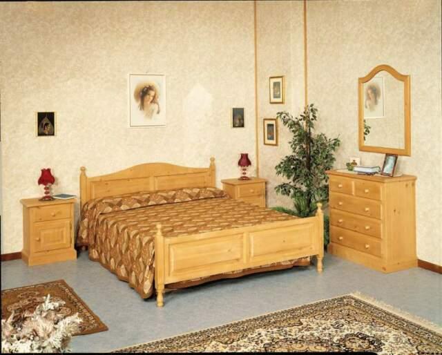 Camera da letto in massello di Abete per casa di montagna