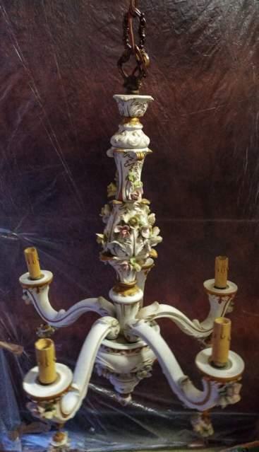 Lampadario in Porcellana di Capodimonte