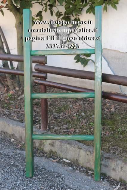 Scaletta artigianale a pioli verde