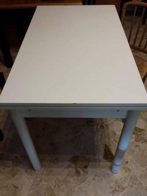Tavolo in legno, laccato bianco 70X120 estensibile + 4 sedie