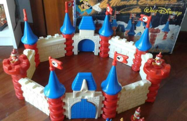 Raro castello Disney anni 80 con personaggi completo con