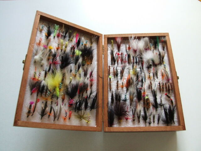 Pesca a mosca: scatola in legno con circa 320 mosche