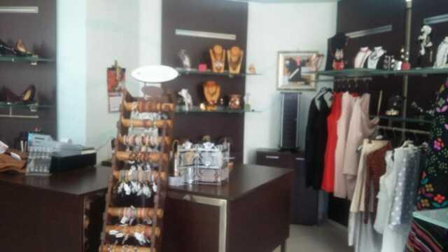 Vendita arredamento negozio bigiotteria posot class for Vendita arredamento