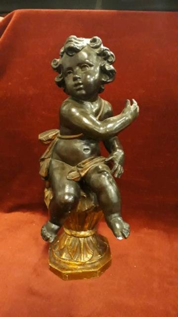 368 - antico putto in legno intagliato e dipinto