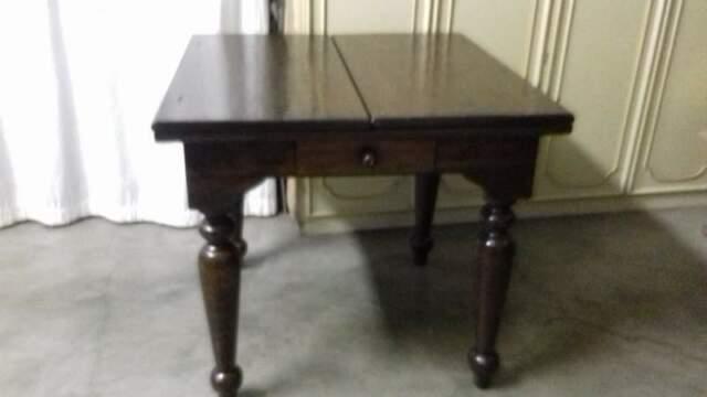 Tavolo in stile arte povera