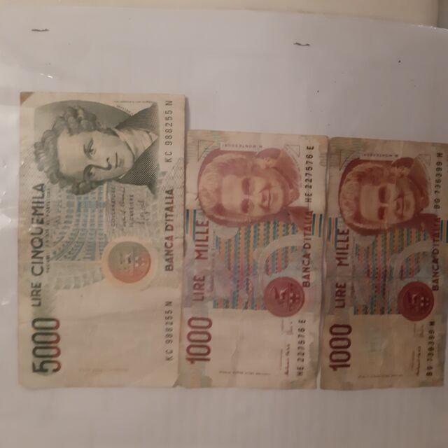 Vendo una banconota da  lire, e due banconote da mille