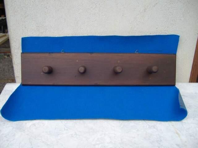Attaccapanni a muro in legno massello, color noce