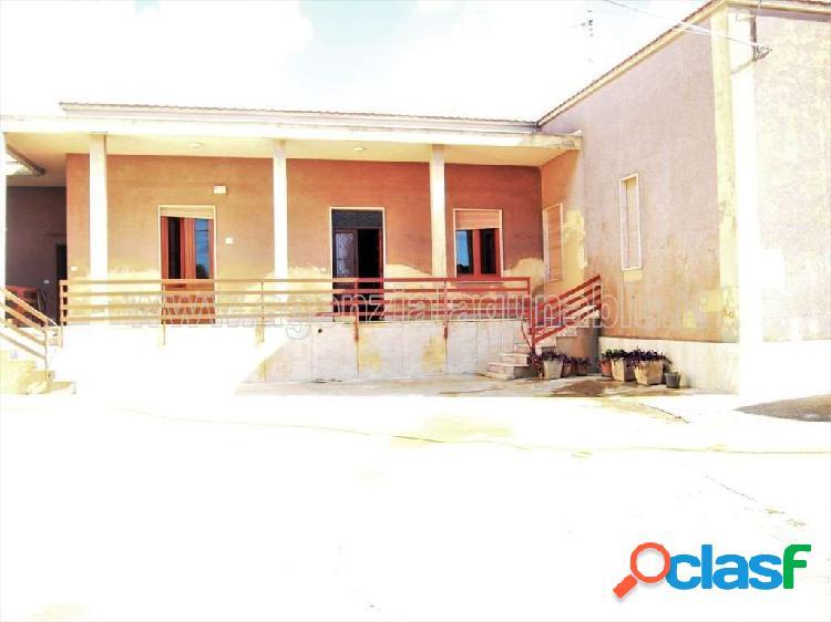 Casa indipendente di 120mq con agrumeto di 500mq