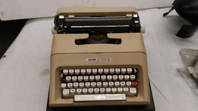 Macchina da scrivere Olivetti Lettera 35 in ottime