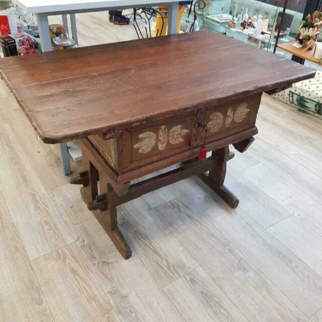 Vecchio tavolo legno cassettone piano scorrevole