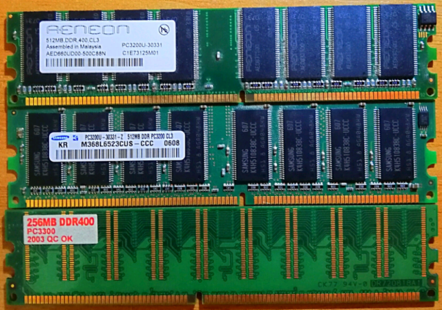 Ram DDR 400 CL3 Tre banchi di memoria RAM per PC