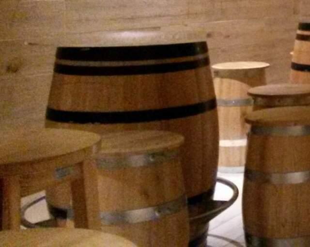 Tavolacci pub in legno massello di castagno e acciaio