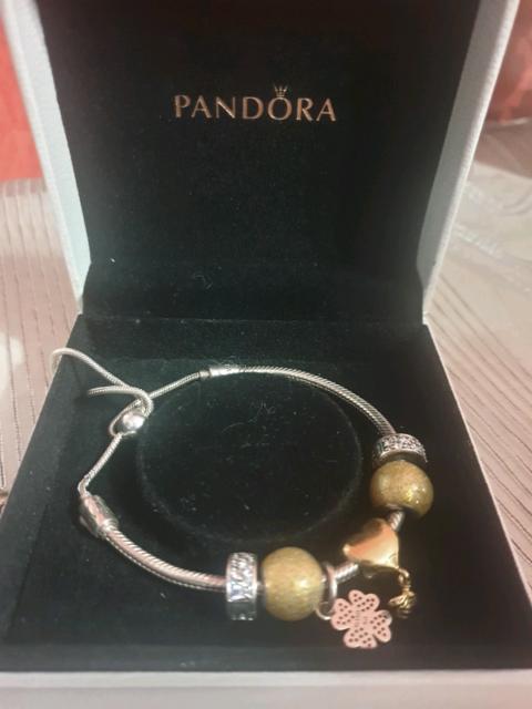 Bracciale Pandora con charm