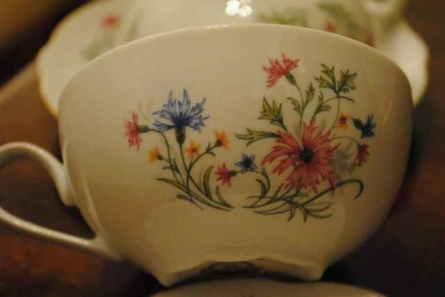 Coppia tazze da the in fine porcellana tedesca